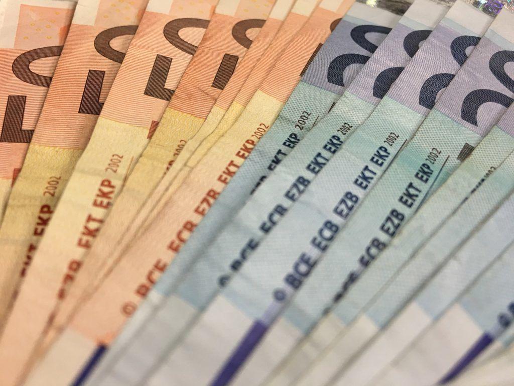 Z czego wynika zmienność rat w kredytach walutowych?