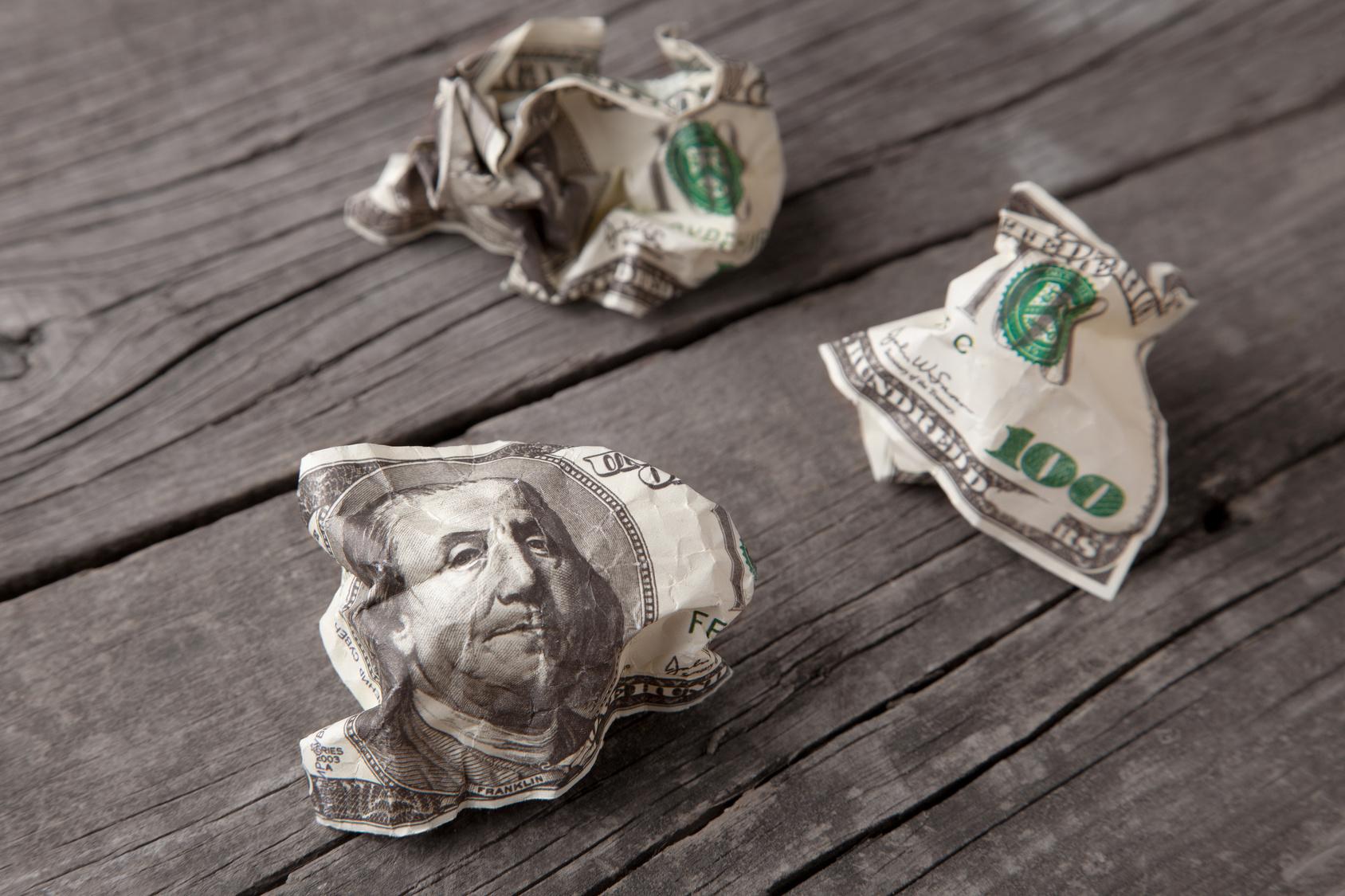 dolar, wyrzucanie pieniędzy, dolary, pieniądze, waluta, waluta Ameryki, USA, ile wart jest dolar, wymiana walut, Ekantor.pl
