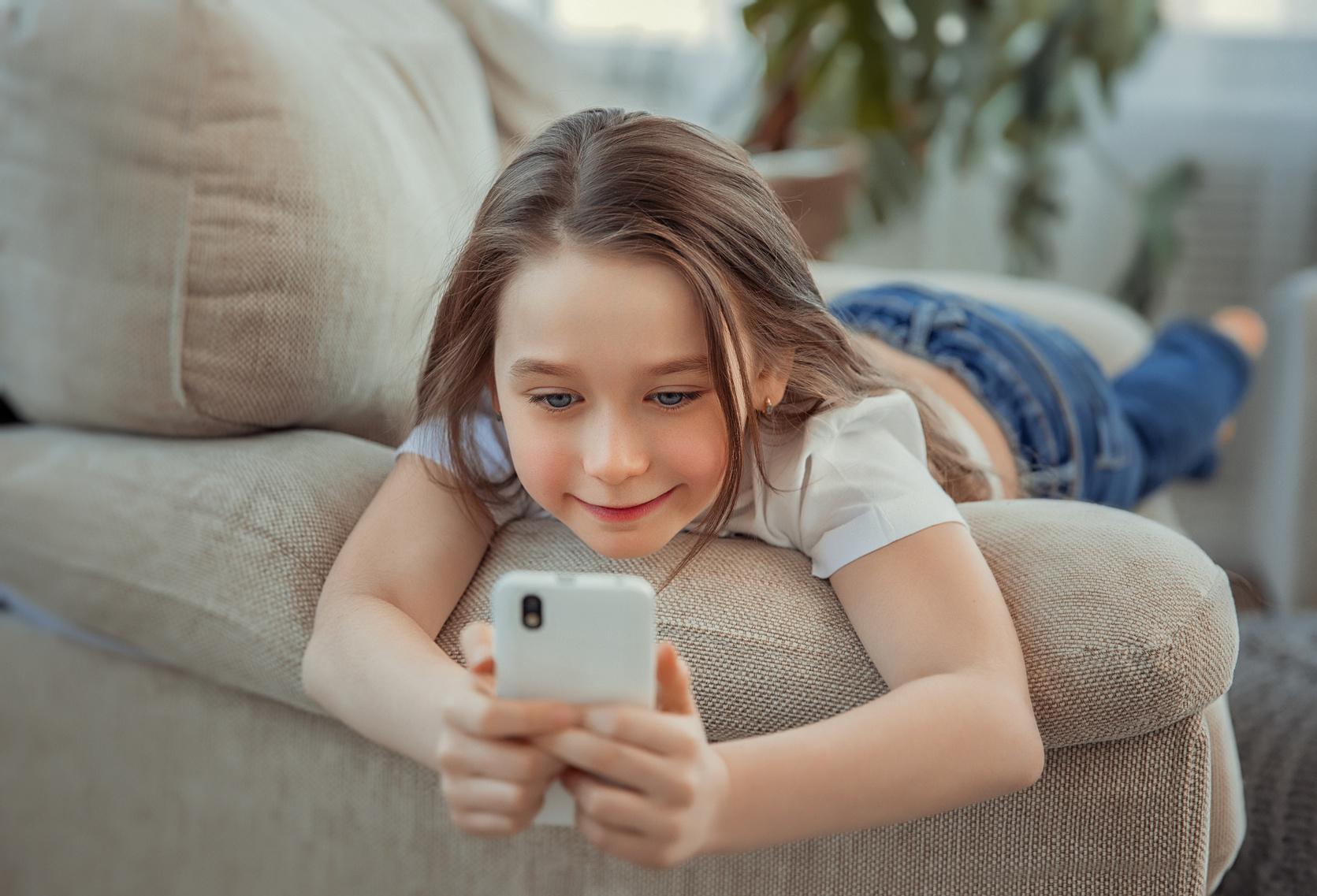 dziecko, telefon, smartfon, pierwszy telefon, telefon dla dziecka,zakupy, wymiana walut, Ekantor.pl