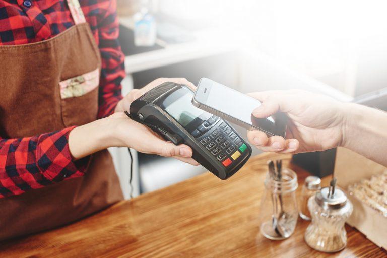 płatności mobilne, telefon, płacenie telefonem, smartfon, aplikacje bankowe, wymiana walut, Ekantor.pl