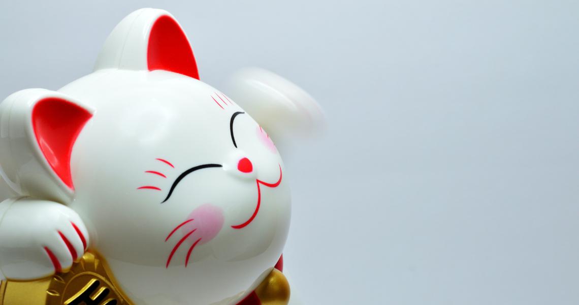 japonski-azjatycki- chinski kot szczescia maneki neko-symbol szczescia-chiny kot figurka-ekantor-pl