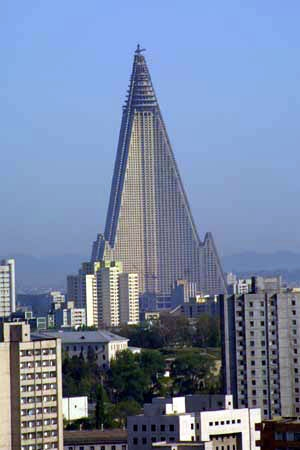 eKantor_1_ryugyong-hotel-tower-1